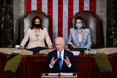 Kamala Harris, Nancy Pelosi Make History as 1st Women Behind a President at Joint Address