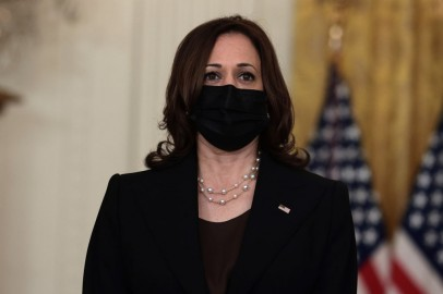 Kamala Harris Arrives in Vietnam After 3-Hour Delayed Flight From Singapore Over 'Havana Syndrome' Cases