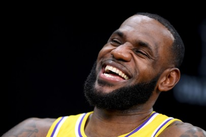 LeBron James Laughs at Kawhi Leonard, Paul George's Reactions During Clippers' Intuit Dome Ceremony