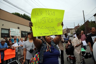 Staten Island grand jury begins deliberations over whether to indict police for death of Eric Garner