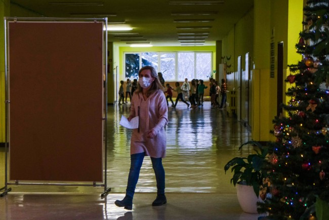 California Doctors Call for Schools Reopening in February