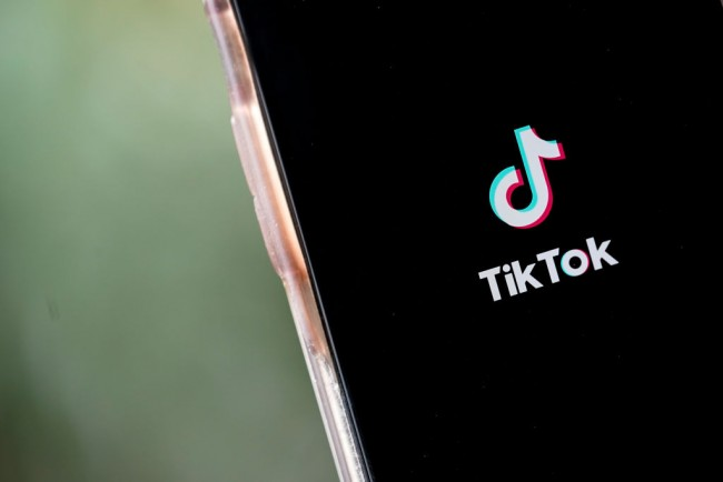 Mexican Drug Cartels Use TikTok to Smuggle Migrants, Recruit Them for Crimes, Abbott Says
