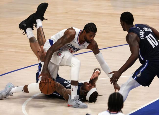 Los Angeles Clippers Retaliates Against Dallas Mavericks, Shifts Series at 2-1
