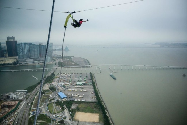Woman in Colombia Bungee Jumps to Her Death After Following a Signal Meant For Her Boyfriend