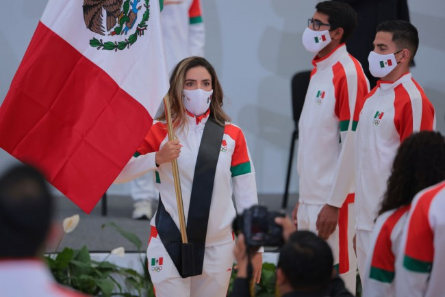 Mexican Golfer Gaby Lopez Carries Mexico's Flag in Tokyo Olympics' Opening Ceremony; Fabrizio Zanotti Raises Paraguay's Flag