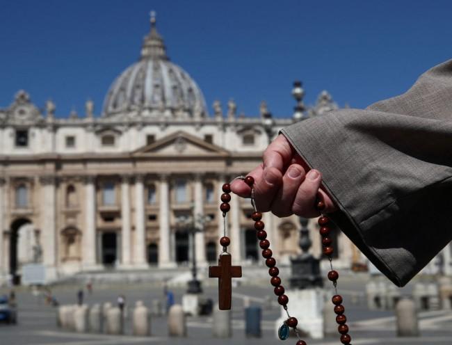 VATICAN-RELIGION-POPE-HEALTH