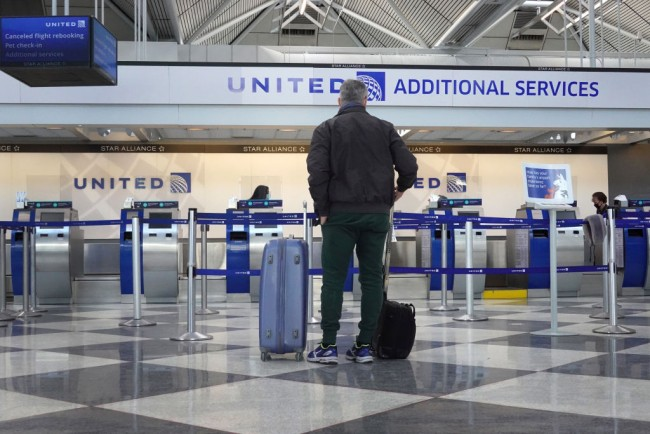 United Airlines Employees with Religious Exemptions for the Vaccine Mandate Will Be on Unpaid Leave