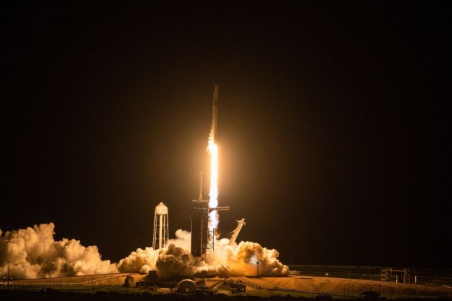 SpaceX Launches 4 Amateurs on Private Space Flight; Elon Musk's Company Joins Commercial Space Tourism
