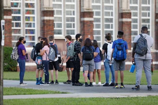 Florida School Board OKs Funding Cuts, Sanctions for Schools Defying Mask Mandate Ban