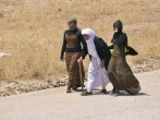 Iraq accuses Islamic State of Yazidi atrocity, U.S. make new strikes